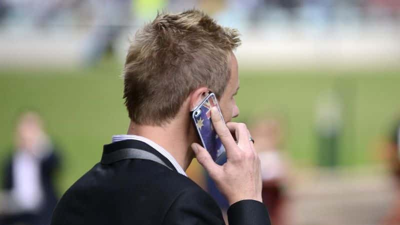 Australian phone companies - man using smartphone